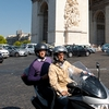 Circle de Arc Photo: The traffic circle in front of the Arc de Triomphe in Paris.
